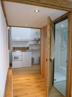 tiny-house-uk-mini-kitchen-2